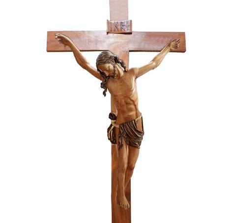 Cristo talla madera de cedro su color | Cristos | Santarrufina