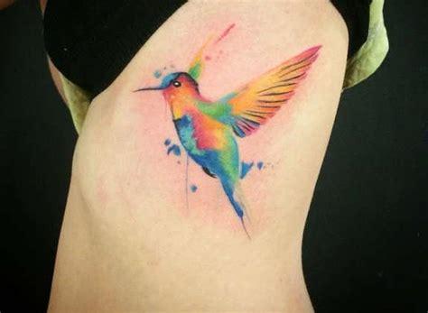 Cuál es el significado de los tatuajes de colibrí
