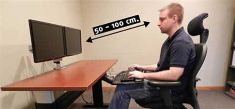 Cual es la posicion correcta para ubicar el monitor?