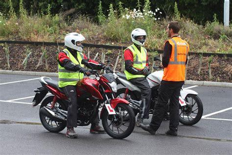 Cuánto cuesta sacarse el carnet A2 de moto   elplural.com