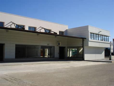 Cubiertas y fachadas metálicas - Concesionario BMW Goya ...