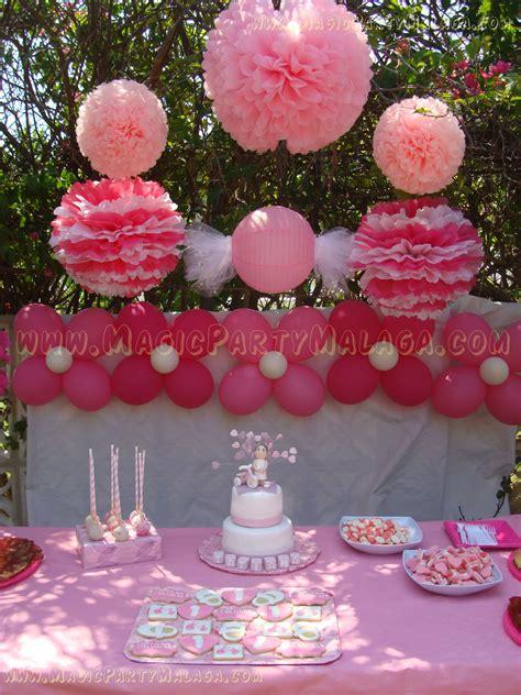 ¡Cumpleaños 1 año! Fiesta al aire libre con mesa dulce con ...