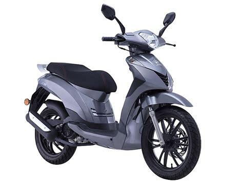 Daelim S16 125 2018: su primer scooter de rueda alta ...