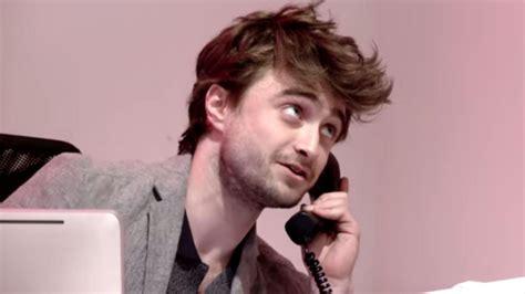 Daniel Radcliffe hace de recepcionista