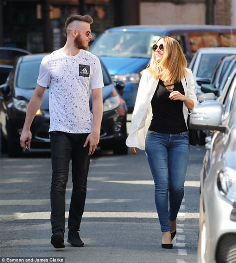 David de Gea takes a stroll with fiancee Edurne Garcia ...