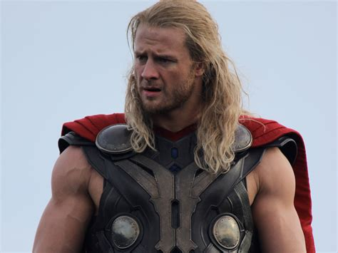DAY IN THE LIFE: How Chris Hemsworth's Stunt Double Stayed ...