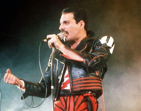 Death Photos of Celebrities 2013 : Freddie Mercury Death ...
