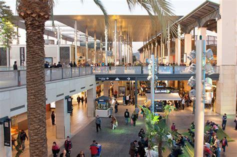 Decathlon abre en el Centro Comercial La Maquinista de ...