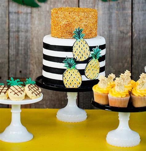 Decoración con piñas para cumpleaños de adultos - Celebra ...