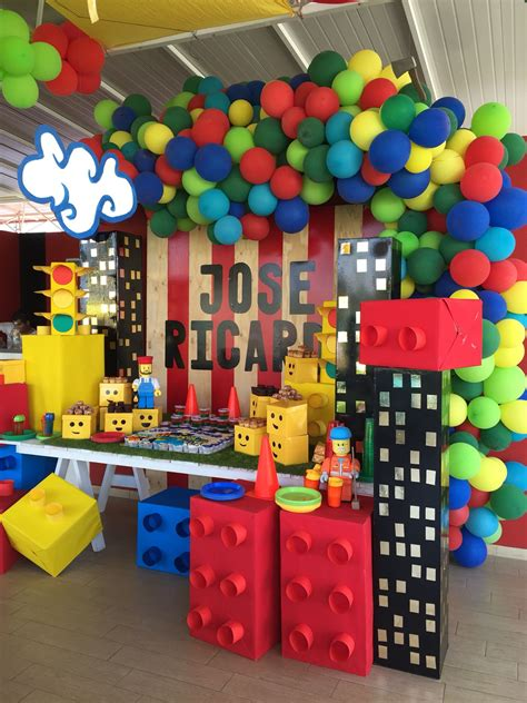 Decoración de fiesta infantil con Encanto de Lego City. By ...