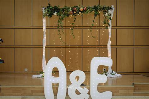 Decoración del salón de boda civil con poco presupuesto