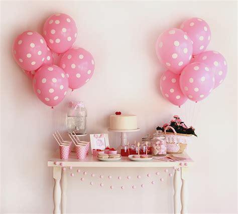 Decoración para una fiesta infantil muy rosa