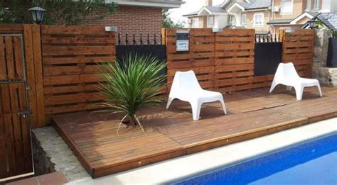 Decorar el jardín con palets de madera