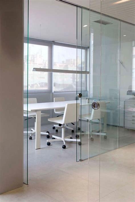 Decorar una oficina en blanco