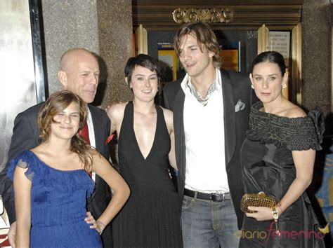 Demi Moore con sus hijos, marido Ashton Kutcher y ex Bruce ...