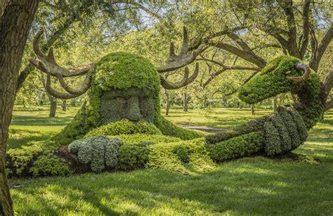 Des sculptures végétales monumentales installées dans les ...