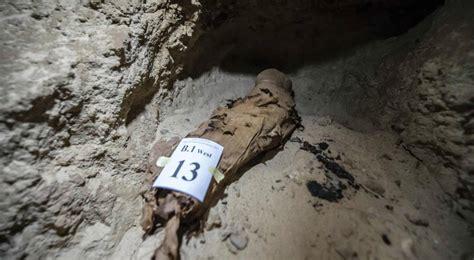 Descubierta una tumba con 17 momias en el centro de Egipto ...