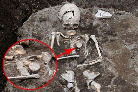 Descubren la tumba de un  vampiro real  en Bulgaria ...