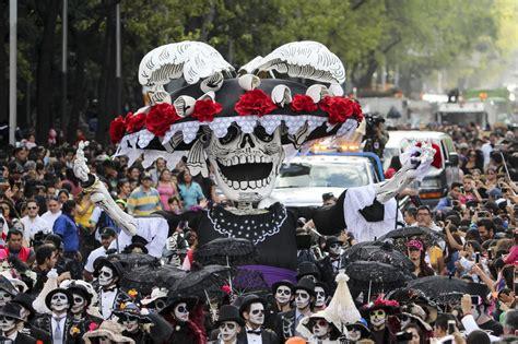 Desfile de Día de Muertos homenajea a José Guadalupe ...