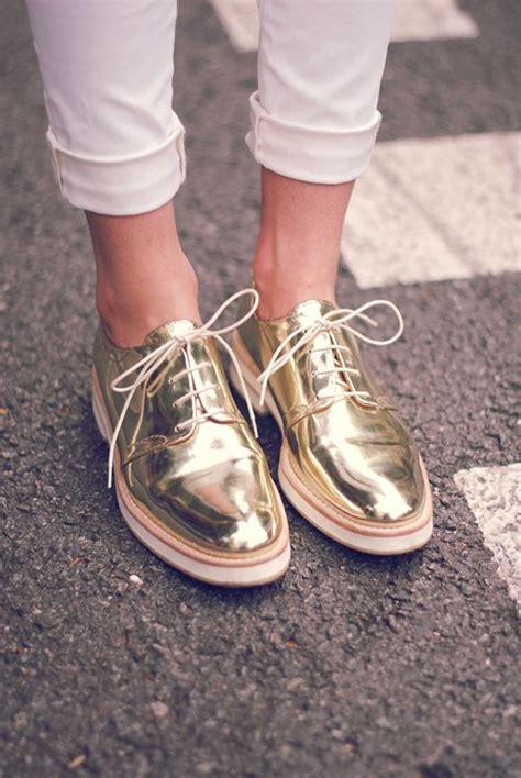 DEZAZU: En Tendencia: Zapatos Dorados y Plateados