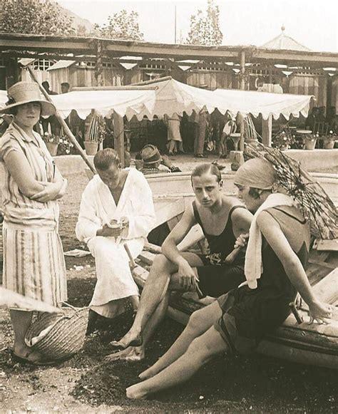 Día de playa, con vestido o albornoz. Baños del Carmen ...