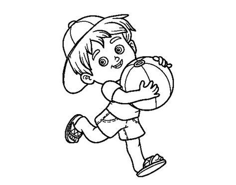 Dibujo de Niño jugando con balón de playa para Colorear ...