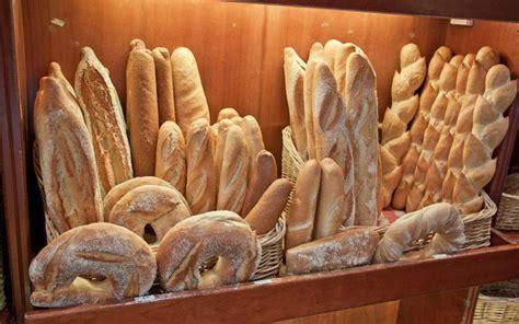 Diferentes tipos de panes, rusticos, de chapata, de ...