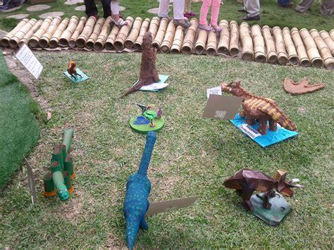Dinosaurios   Escuchando y meditando