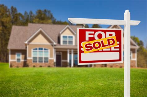 Dividing the Proceeds From the Sale of a Home