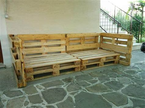DIY Pallet Outdoor Sofa with Cushion | 99 Pallets