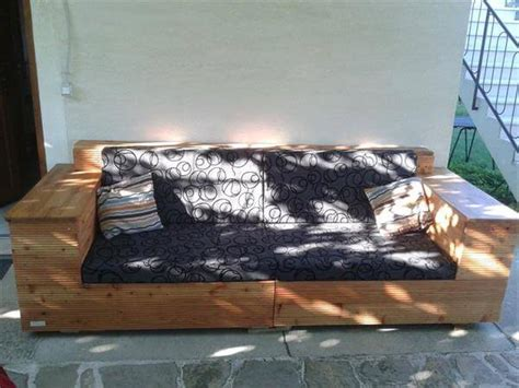 DIY Pallet Outdoor Sofa with Cushion