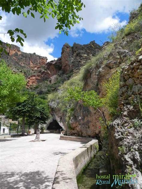 Doce lugares imprescindibles que visitar paseando por Ayna ...