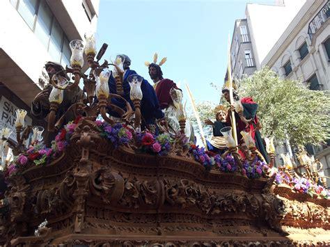 Domingo de Ramos en Andalucía   El paso de la Entrada en ...