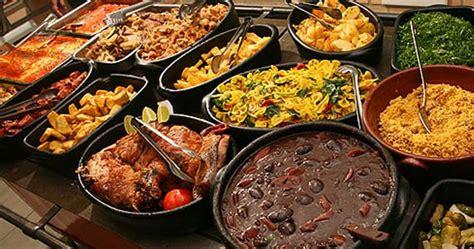 Domingo tem comida mineira, buffet de salada e sobremesa ...