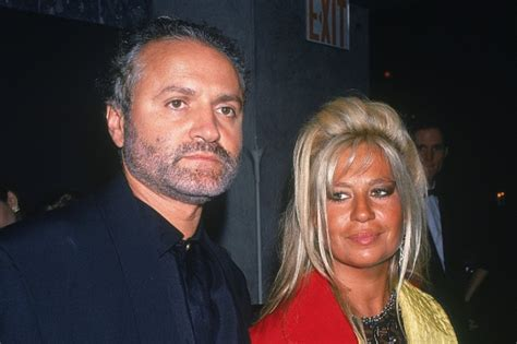 Donatella Versace: 5 Facts About the Fashion Queen ...