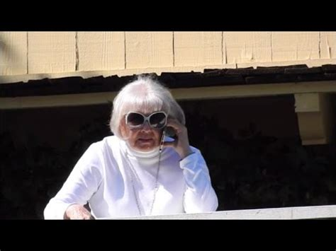 Doris Day Gets Emotional After Being Serenaded By Fans for ...