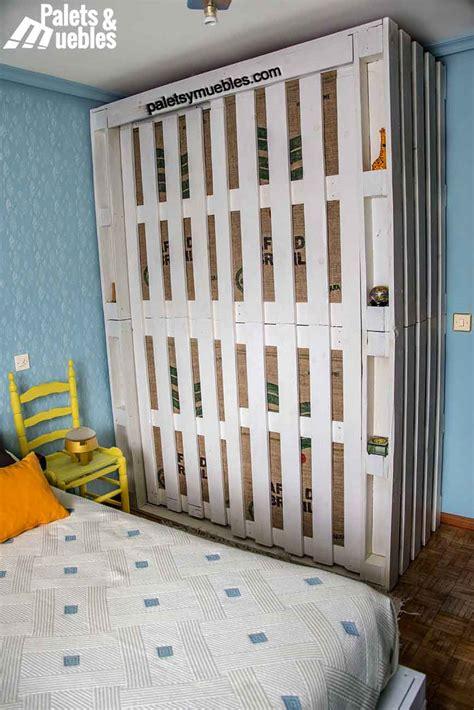 Dormitorio con palet, armario hecho de palets - PALETS Y ...