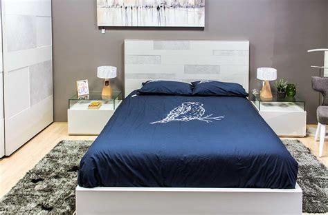 Dormitorio de matrimonio de diseño en madera lacada ...