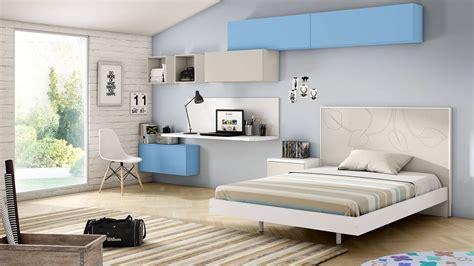Dormitorio juvenil con cama grande y elementos lacados ...