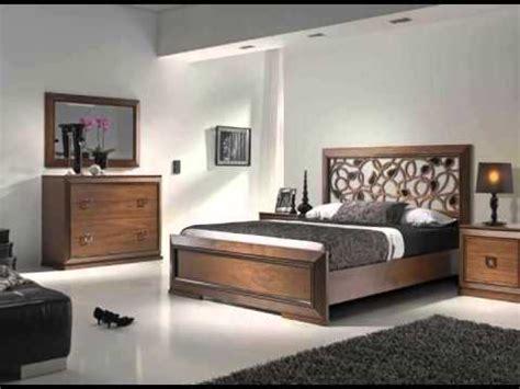 Dormitorios actuales de calidad con diversos tipos de ...