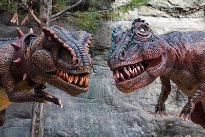 Dos dinosaurios invaden el Museo del Jurásico de Asturias ...