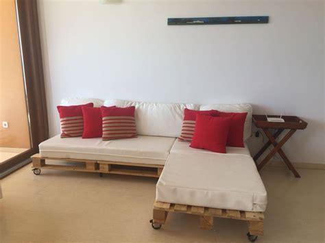Dos sofás de palets para decorar un salón – I Love Palets