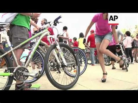 Download video: World Naked Bike Ride event in Lima, women ...