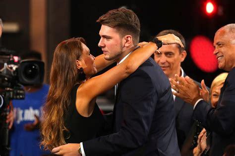 Draft NBA 2018: Mirjam poterbin con su hijo luka doncic en ...