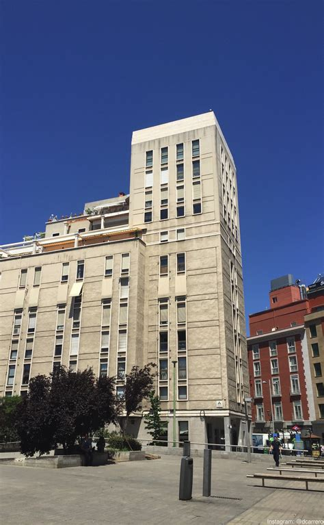 Edificio en Plaza de Santo Domingo en Madrid - Carrero