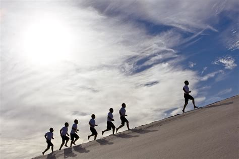 EFFICIENT FORM FOR RUNNING HILLS – PINNING JUNKIE