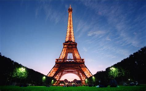 Eiffel Tower Paris: Information and Amazing Facts
