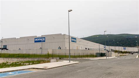 El almacén y centro de logística de Decathlon en Pamplona ...