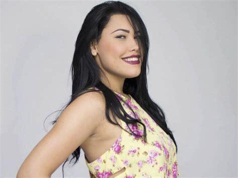El apasionado beso de la cantante de vallenato Ana María ...