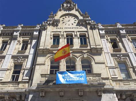 El Ayuntamiento de Santander instala una pancarta de apoyo ...